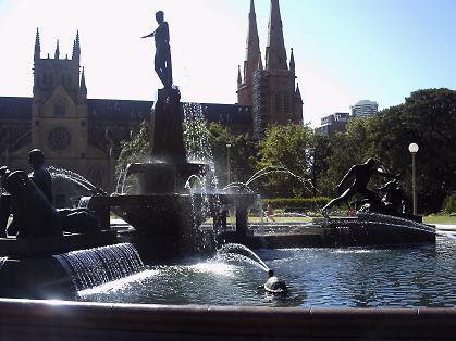 セント・メリーズ大聖堂&アーチボルド噴水