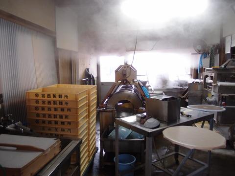 香川 製麺所でうどんを食べる2