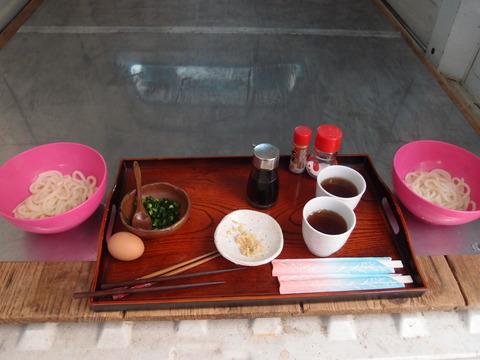 香川 製麺所でうどんを食べる4