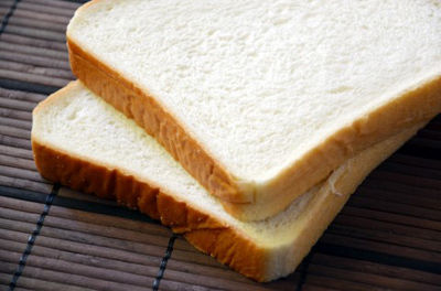 賞味期限内なのにカビが…夏の食パンの保存はどうすればいいの?