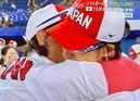 上野投手宇津木監督と抱き合っての涙