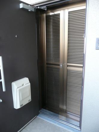 玄関ルーバー網戸