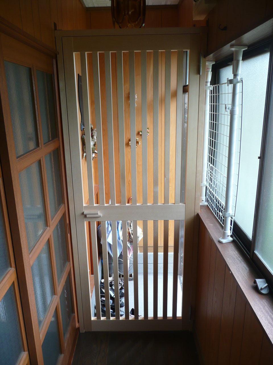 猫 脱走防止 玄関