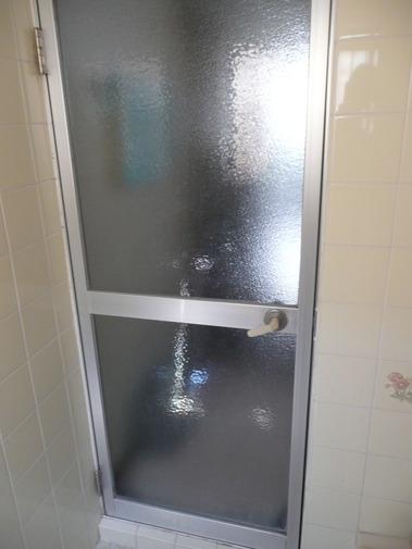 浴室ガラスドア