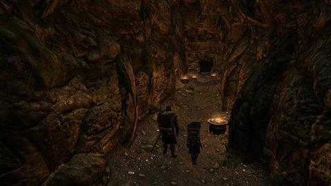 洞窟を進み