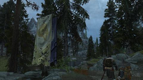 風雨に晒される旗