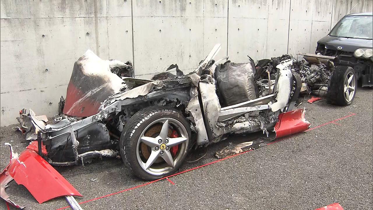 フェラーリ衝突し跡形なく焼失乗っていた2人重体