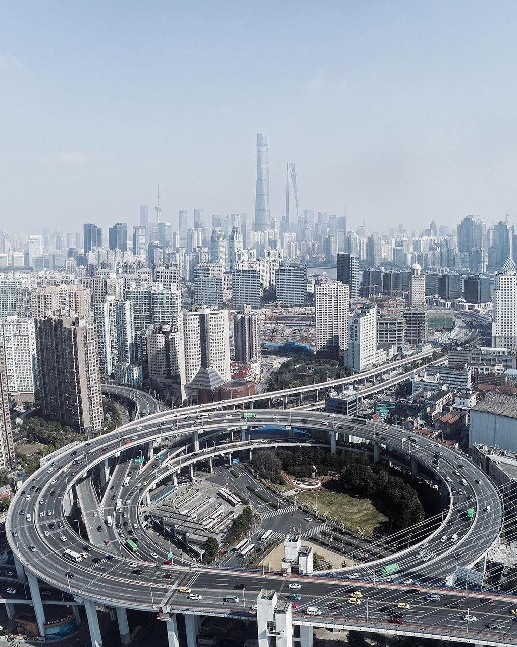 早稲田名誉教授「2040年になると、中国は日本より豊かになり、日本人は中国に出稼ぎに行く」