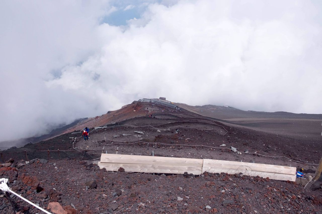 落石で死亡したは29歳ロシア人女性 #富士山