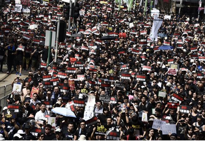 本日の香港デモ、前回を上回る144万人!SEALDsよ、これがデモだ! #パヨク画報