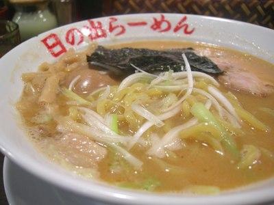 日の出らーめん ガッツ麺 味噌らーめん 004
