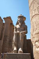 ルクソール神殿 ラムセス二世像