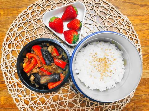reマーボー茄子弁当 (1)