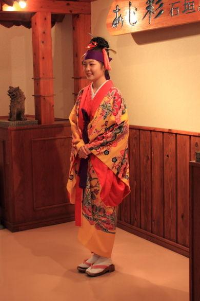 琉球衣装のお嬢さん