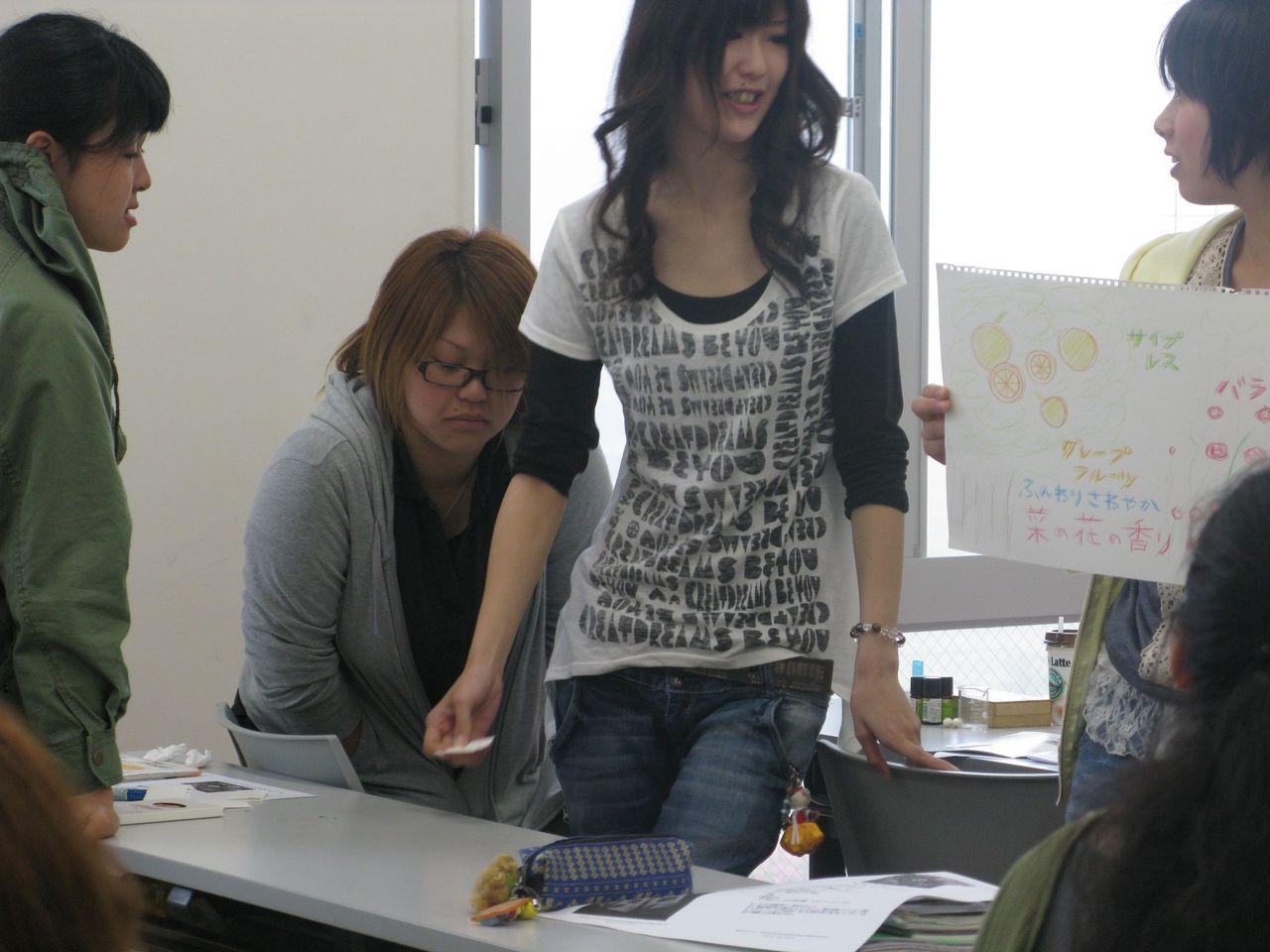 神戸夙川学院大学アロマテラピー講義・菜の花の香りやんなあ