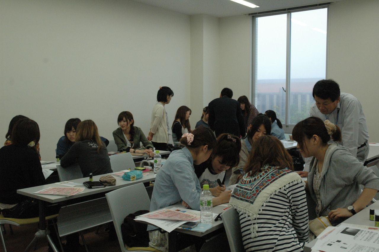 神戸夙川学院大学アロマテラピー講義・ねえねえどんな香りにする?