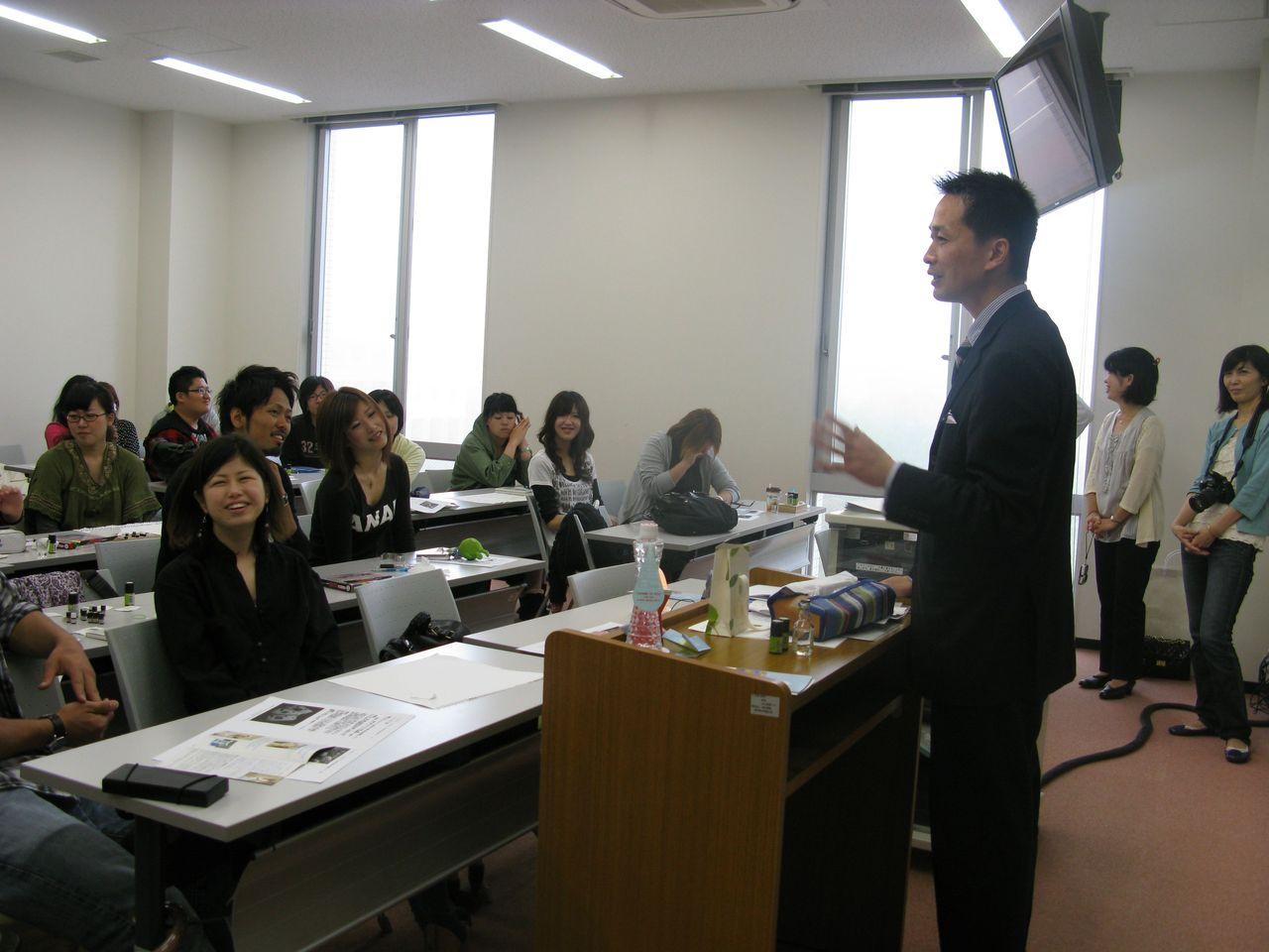 神戸夙川学院大学アロマテラピー講義・講義風景1