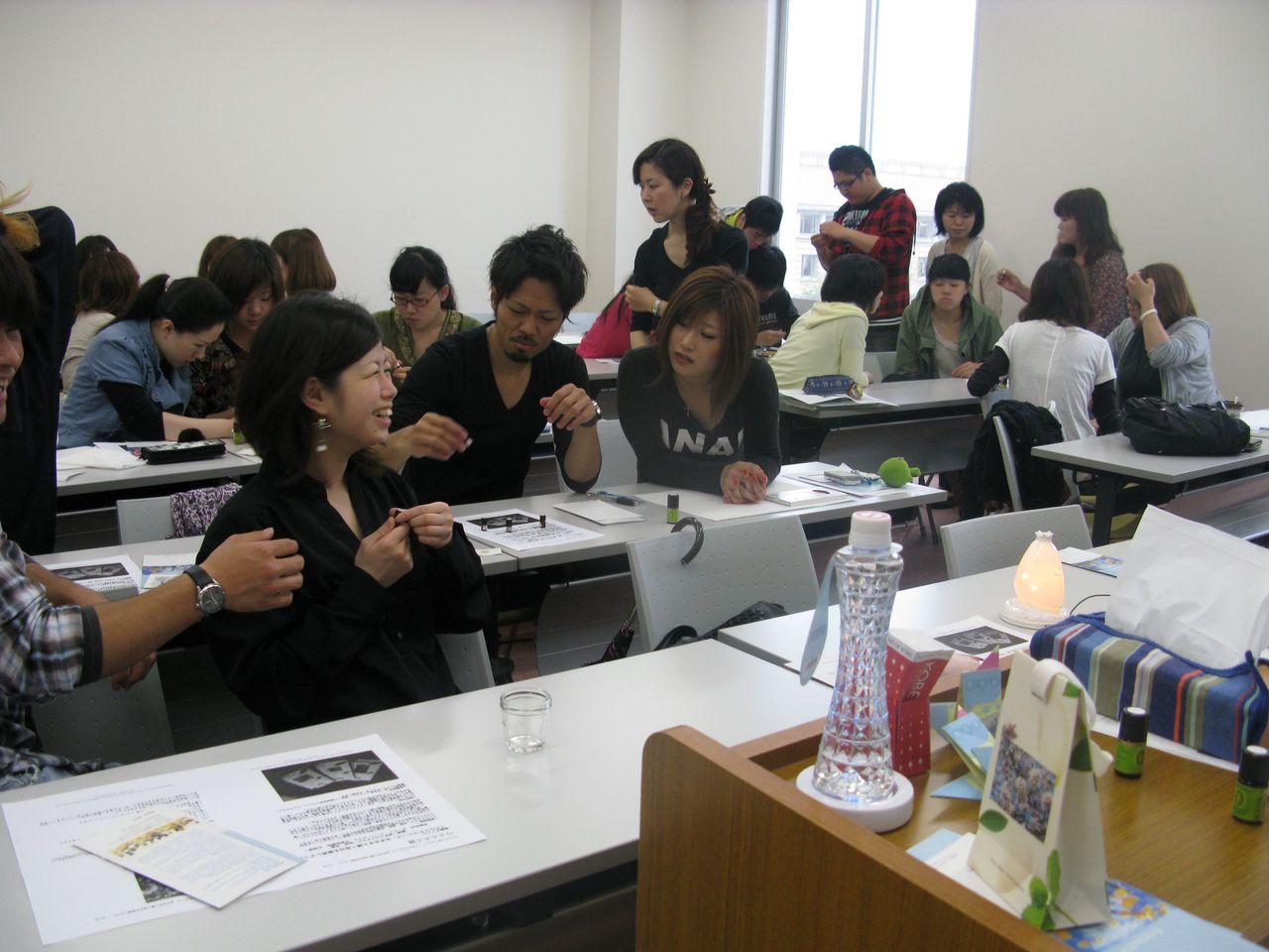 神戸夙川学院大学アロマテラピー講義・良い香りやなぁ