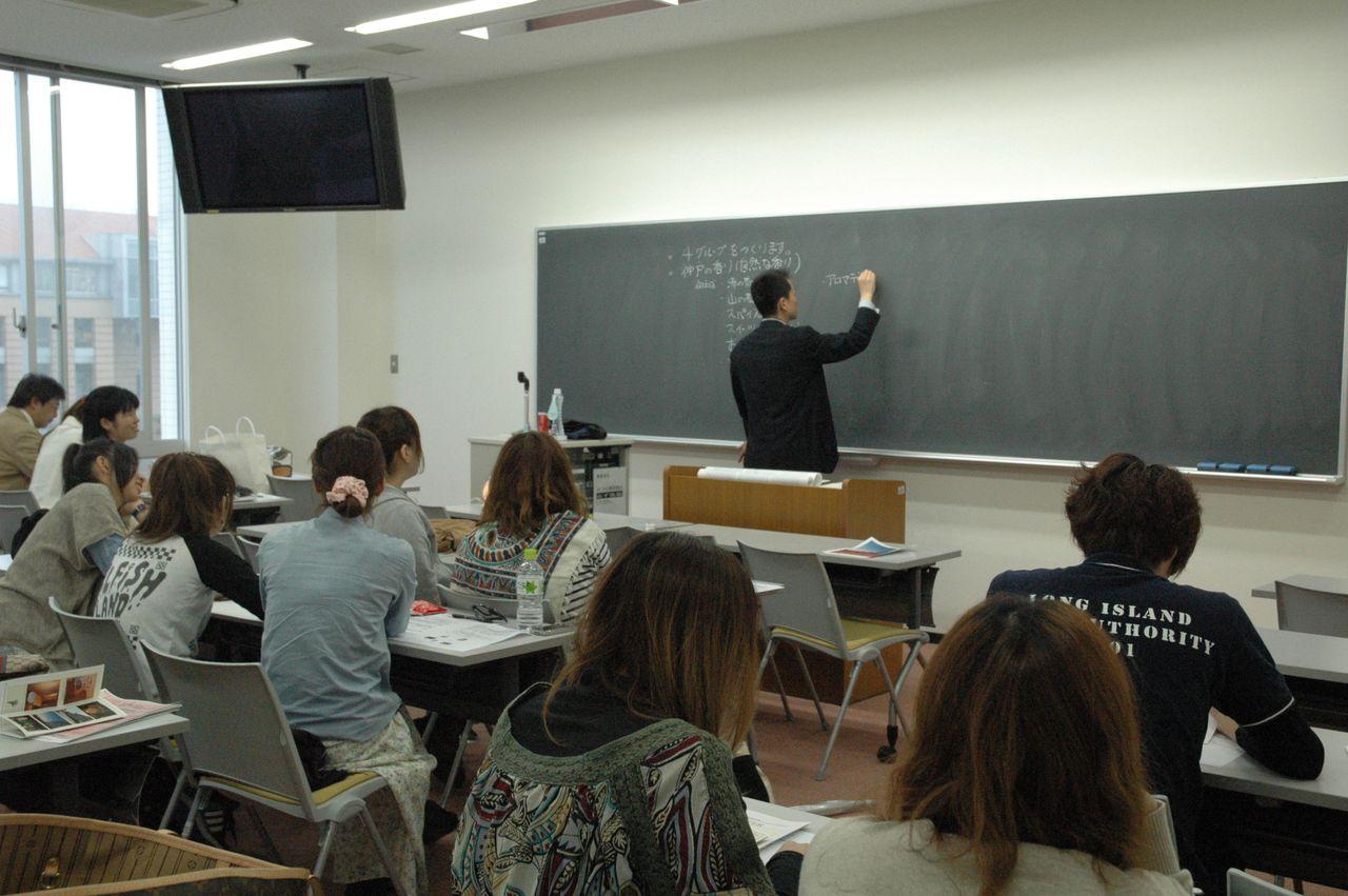 神戸夙川学院大学アロマテラピー講義・これは講義っぽいシーン
