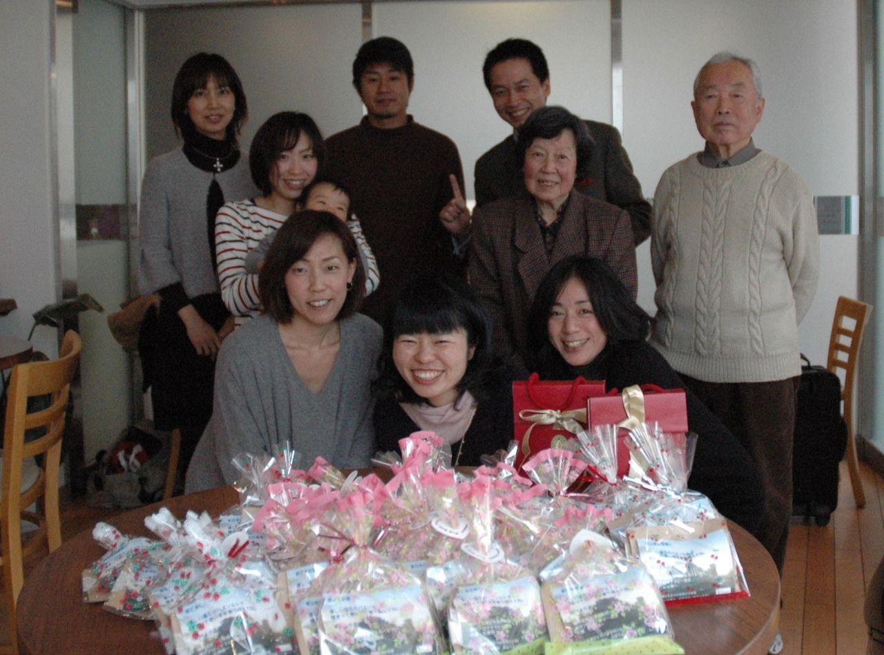 イベント2012117参加者と記念撮影2
