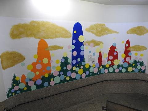 障がい者アーティストが描いた巨大壁画が完成2