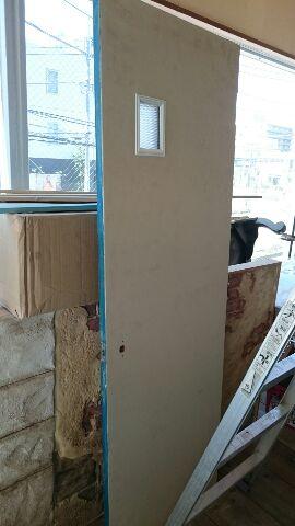 サンコーポトイレドア表面下地塗装