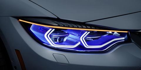 BMW M4に装着されたレーザーヘッドライトは、LEDヘッドライトより照射距離が長く、対向車への自動