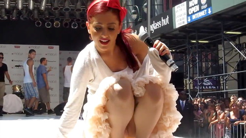 Ariana Grande - Upskirt During a Soundcheck (6)