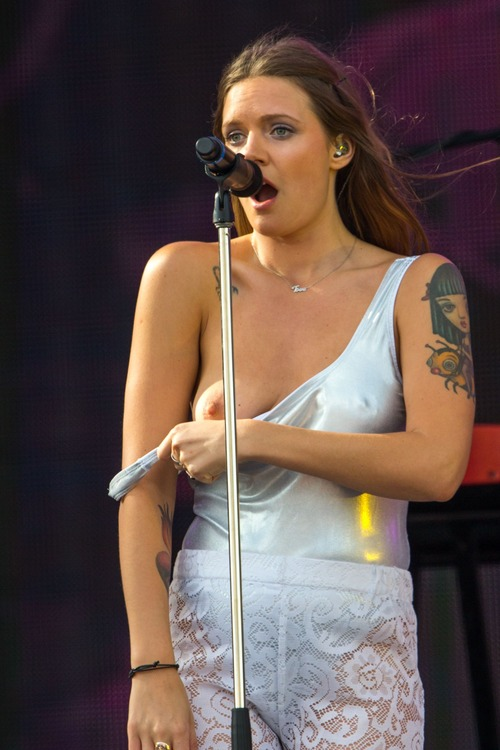 Tove Lo Talking Body Live  (3)
