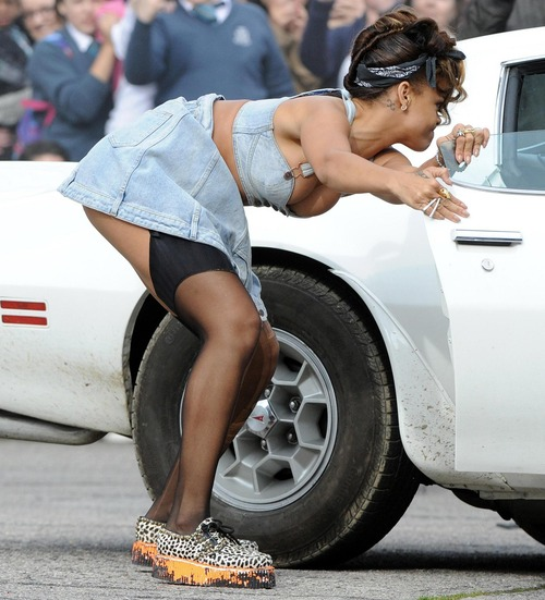 Rihanna - filming a music video in Ireland (5)
