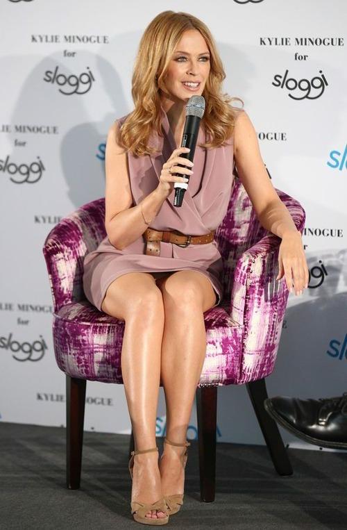 Kylie Minogue - upskirt (4)
