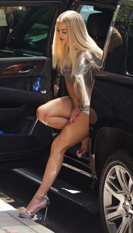 Rita Ora - Leggy (1)