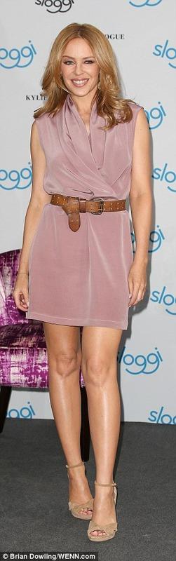 Kylie Minogue - upskirt (2)