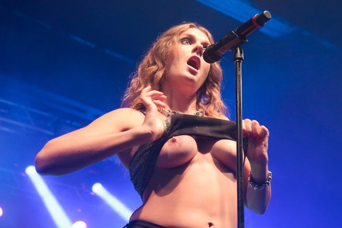 Tove Lo - flashing her tits while performing in Rio de Janeiro 08/30/15