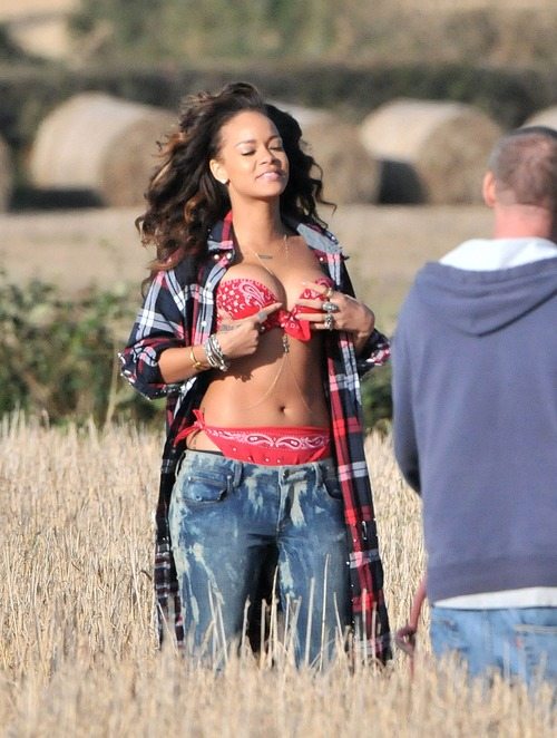 Rihanna - filming a music video in Ireland (2)