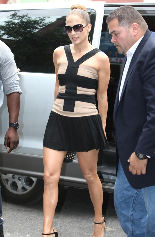 Jennifer Lopez - leggy, shooting in Argentina (7)