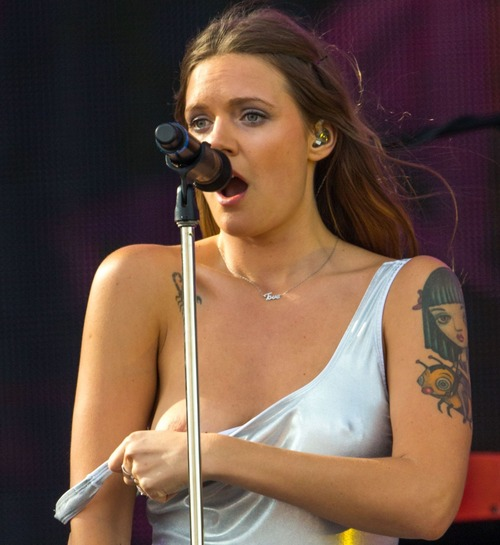 Tove Lo Talking Body Live  (2)