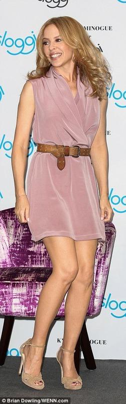 Kylie Minogue - upskirt (1)