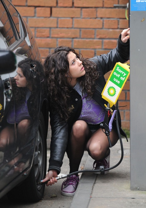 Eliza Doolittle - Pumping Air @ Gas Station 06