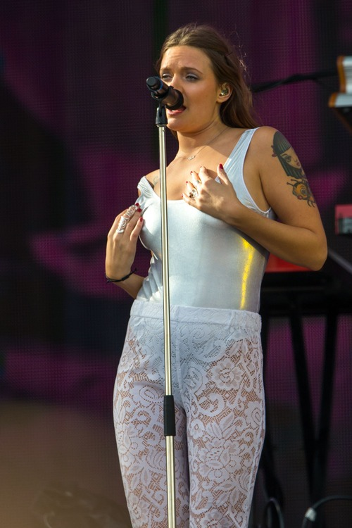 Tove Lo Talking Body Live  (9)