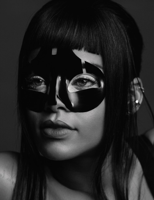 Rihanna_-_AnOther_Magazine_-_SS__2015_002