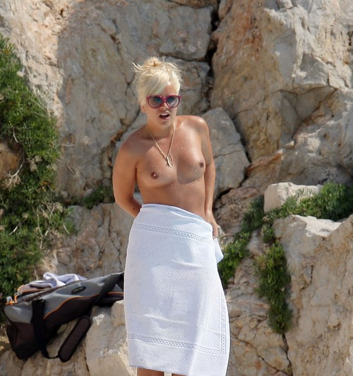 Lily_Allen topless france hotel (6)