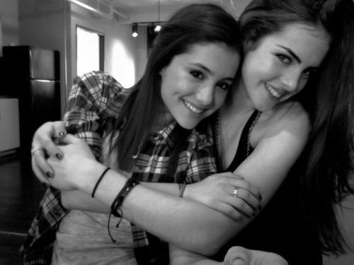Liz Gillies groping Ariana Grande 06