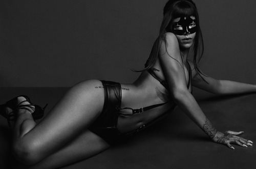 Rihanna_-_AnOther_Magazine_-_SS__2015_008