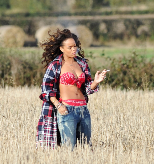 Rihanna - filming a music video in Ireland (1)