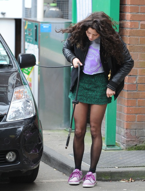 Eliza Doolittle - Pumping Air @ Gas Station 03