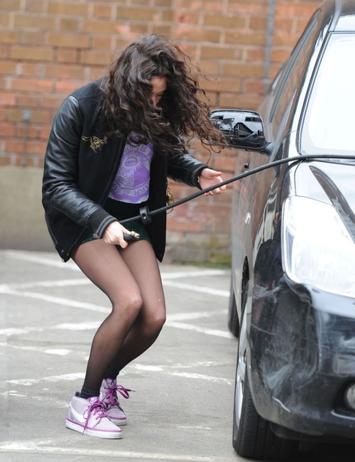 Eliza Doolittle - Pumping Air @ Gas Station 02
