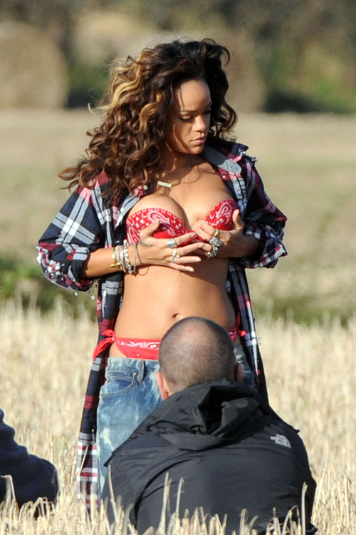Rihanna - filming a music video in Ireland (3)