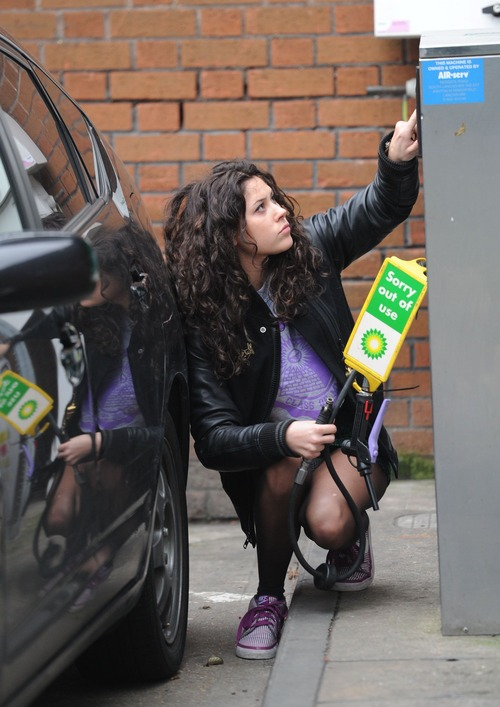 Eliza Doolittle - Pumping Air @ Gas Station 05