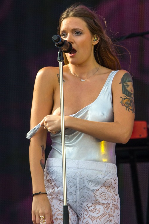 Tove Lo Talking Body Live  (1)